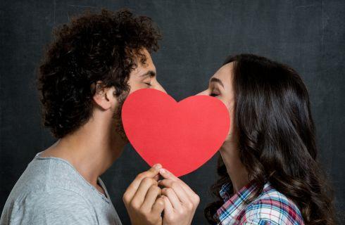 Perché chiudiamo gli occhi quando baciamo