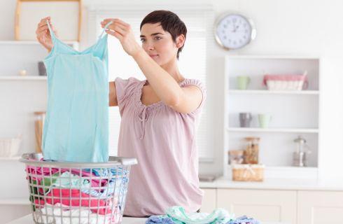 Come rimuovere le macchie dai tessuti: la guida completa