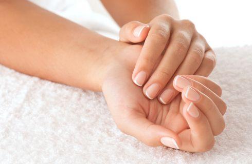 8 trucchi per unghie rovinate