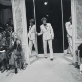 Catherine Deneuve alla sfilata Haute Couture autunno-inverno 1974 di Yves Saint Laurent