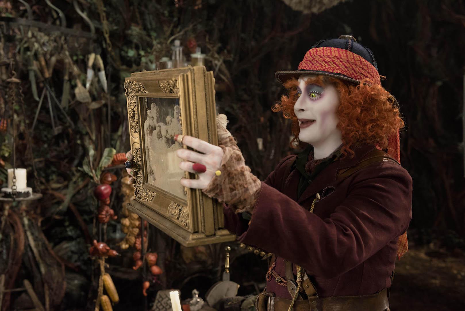 Alice attraverso lo specchio: i costumi più belli