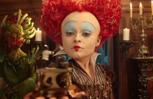 Alice attraverso lo specchio: la clip in esclusiva con la Regina Rossa