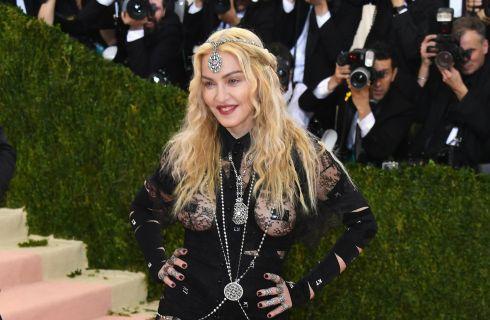 Madonna con seno e lato B in mostra al Met Gala 2016