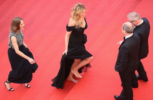 Julia Roberts a piedi nudi sul red carpet di Cannes
