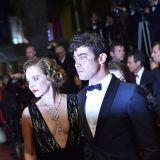 Valeria Golino con un abito Armani e Riccardo Scamarcio