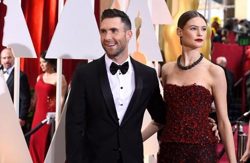 Adam Levine e Behati Prinsloo: chi ha la pancia più grande?