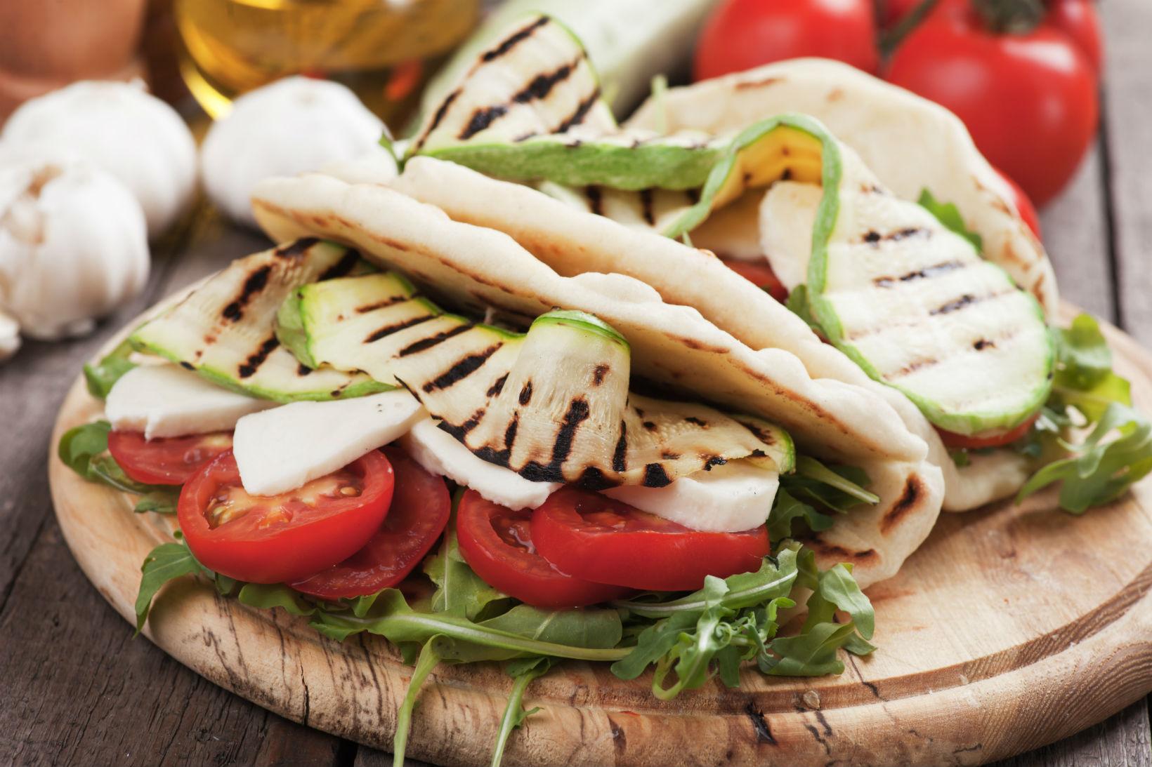 Piadina vegetariana diredonna for Calorie da assumere a pranzo