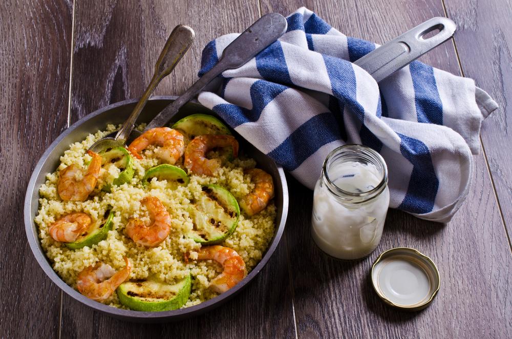 ricette estive facili e veloci: cous cous con gamberi e zucchine