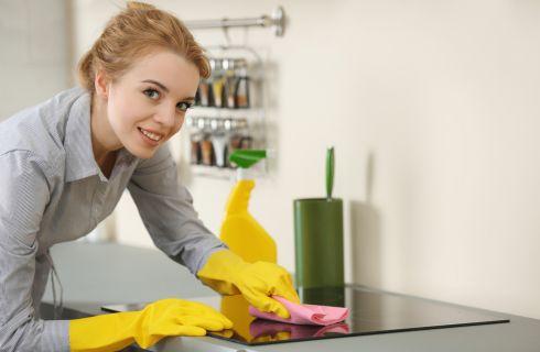 Come pulire il piano cottura: i rimedi naturali