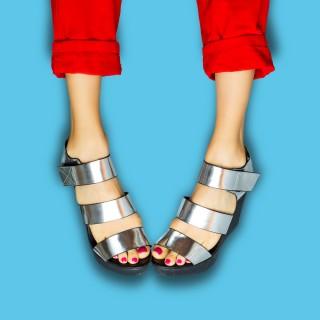 Come mettere lo smalto ai piedi: 10 cose da sapere
