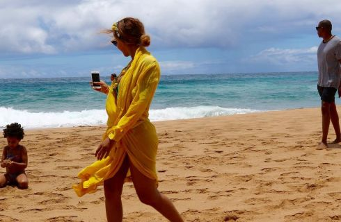 Beyoncé e Jay Z: felici sulla spiaggia insieme a Blue Ivy