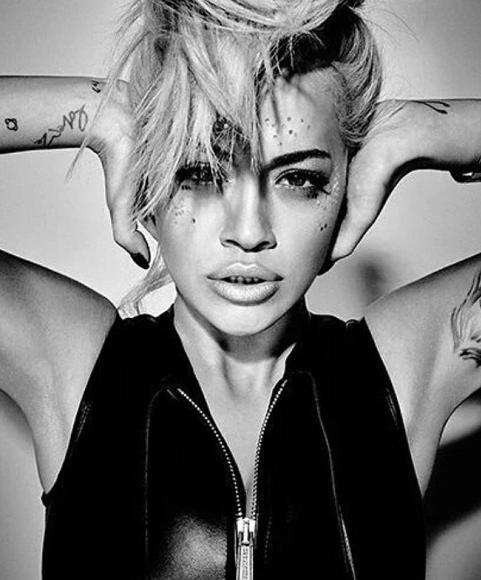 Rita Ora, popstar trasformista e superhot