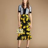 Dolce e Gabbana, Gonna longuette (845 euro) e camicia in popeline (495 euro)