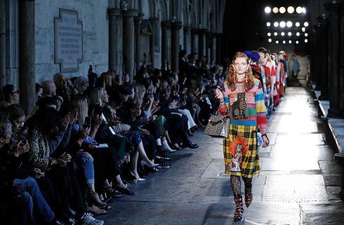 Gucci Cruise 2017: abiti, accessori e look della sfilata