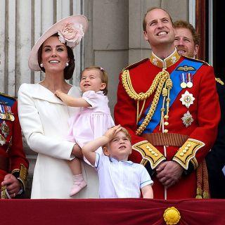 Il principe George e Charlotte rubano la scena a mamma Kate