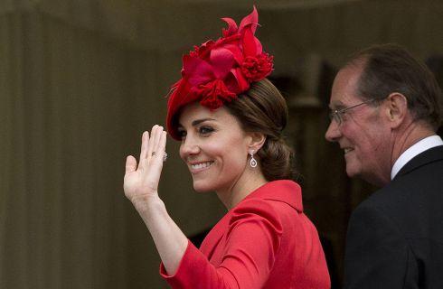 Kate Middleton in rosso alla celebrazione dell'Ordine della Giarrettiera