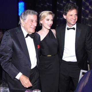 Scarlett Johansson: tubino nero per festeggiare Tony Bennet