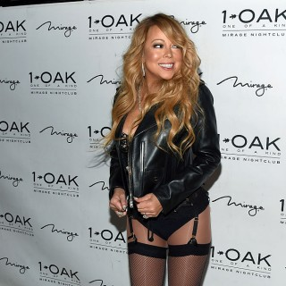 Mariah Carey in autoreggenti sul red carpet