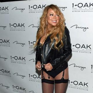 Mariah Carey in autoreggenti sul red carpet