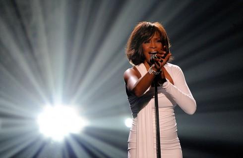 Whitney Houston aveva una relazione omosessuale con la sua assistente