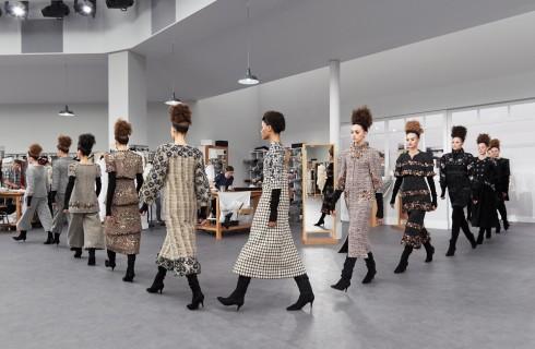 Chanel Autunno/Inverno 2016- 2017: l'Haute Couture sfila in atelier