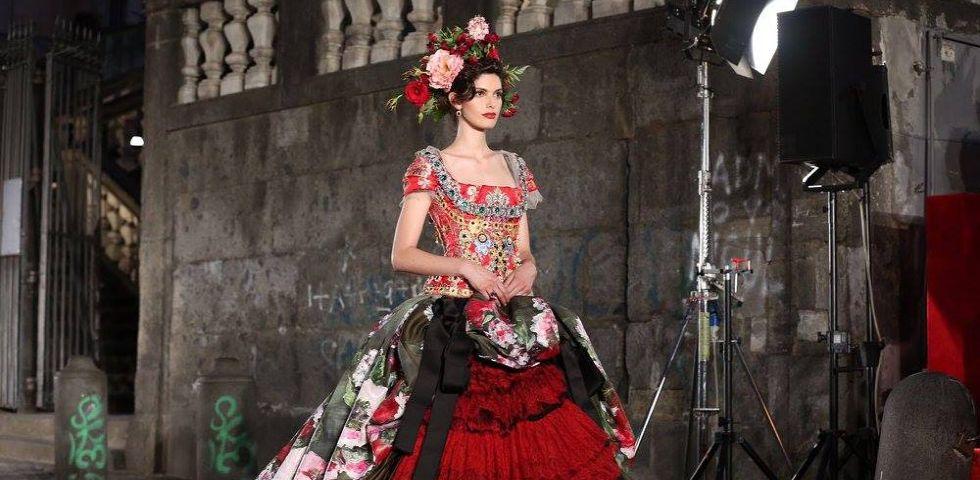 abbastanza Dolce & Gabbana Alta Moda: 100 abiti in passerella a Napoli  FL52