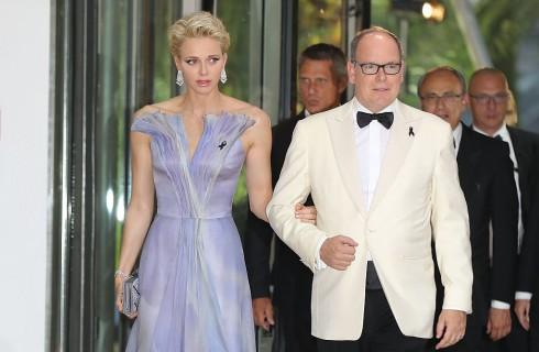 La Principessa Charlene di Monaco sempre più magra al Gala della Croce Rossa