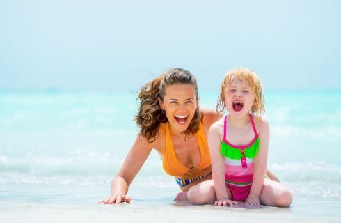 Le regole per portare i bambini in spiaggia