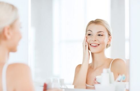 Macchie solari sulla pelle: prevenzione e rimedi naturali