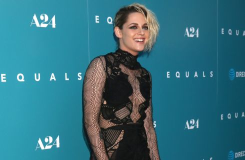 Kristen Stewart gioca a Twister