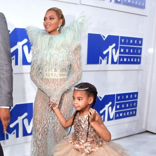 Beyoncé con Blue Ivy sul red carpet degli MTV Music Awards