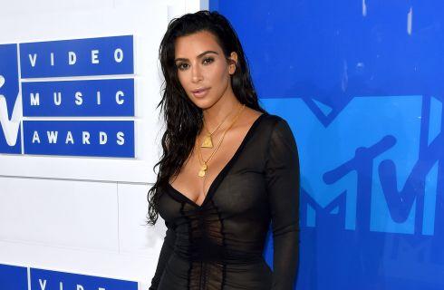 Kim Kardashian, selfie senza veli su Snapchat