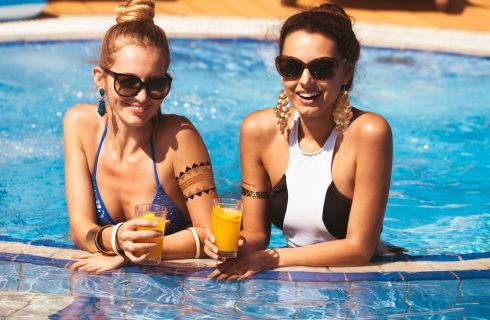 Festa in piscina: accessori, idee e giochi