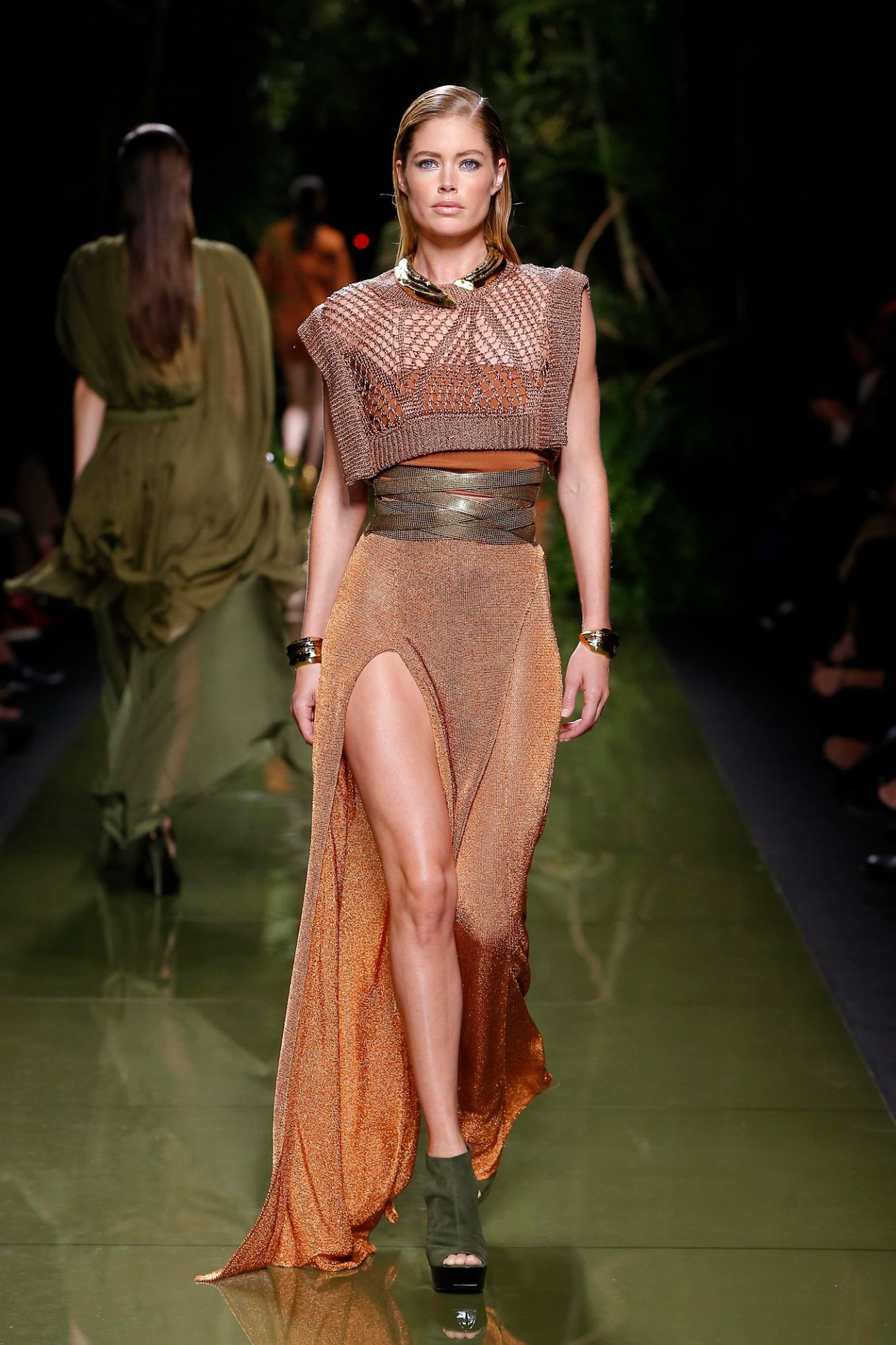 Kim Kardashian nuda da Balmain per la collezione Primavera Estate 2017, le foto