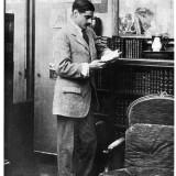 Culture Chanel, Boy Capel legge nel suo appartamento (circa 1911) Collezione privata