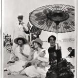 Culture Chanel, Gabrielle Chanel sulla spiaggia del Lido con Misia e José Maria Sert, Madame Philippe Berthelot e un amico (1920) Collezione privata