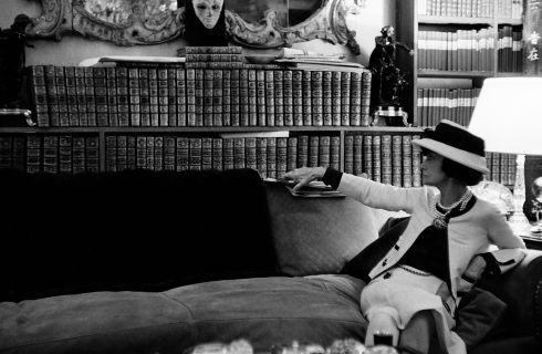 Apre a Venezia la mostra Culture Chanel: La donna che legge