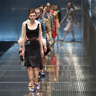 Colorata e androgina, la donna Prada sfila a Milano
