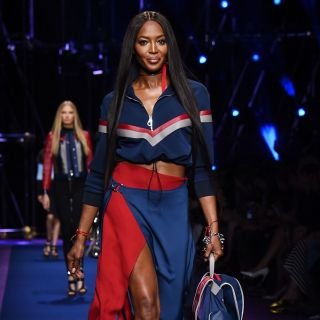 Naomi Campbell torna in passerella per Versace