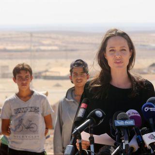 Angelina Jolie tra i profughi di Siria e Giordania