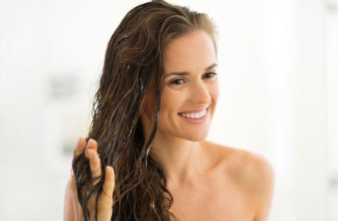 Cowash, lavare i capelli senza shampoo: 11 cose da sapere