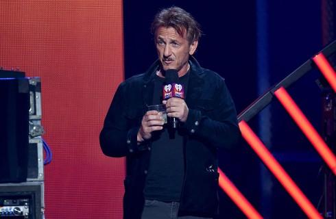 Sean Penn: ecco chi è la sua nuova fidanzata dopo Charlize Theron