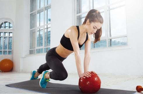 Esercizi interno coscia, come rassodarlo con la palla