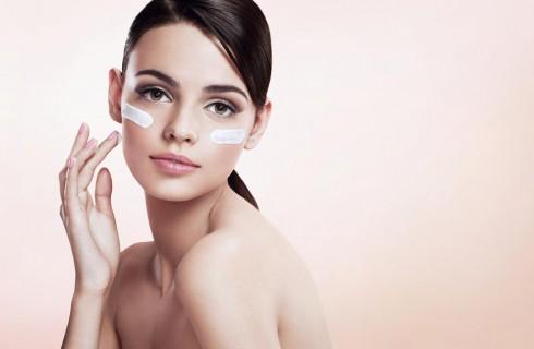 Come applicare una crema viso
