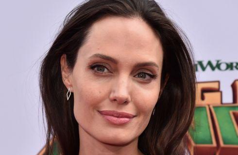 Angelina Jolie, basta uomini: vuole una partner donna