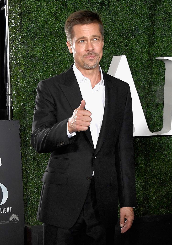 Brad Pitt red carpet di Allied con Marion Cotillard, foto