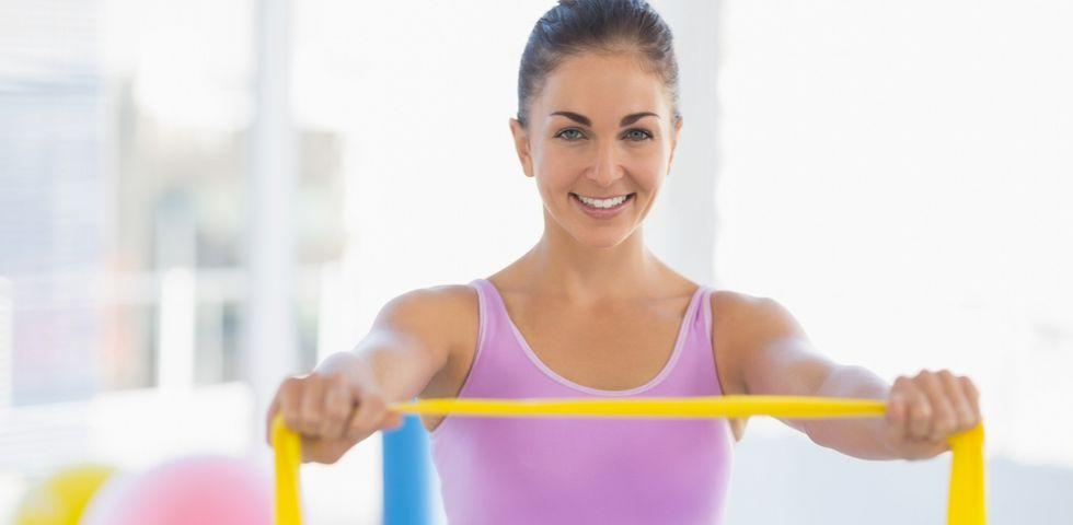 esercizi con elastici a braccia sottili