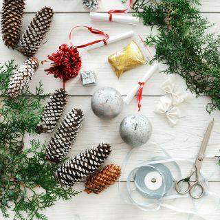 Lavoretti di Natale con le pigne facili da realizzare