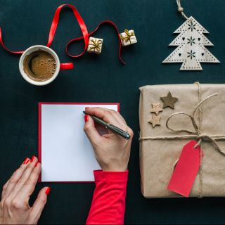 Le frasi da scrivere sul biglietto di Natale per le maestre