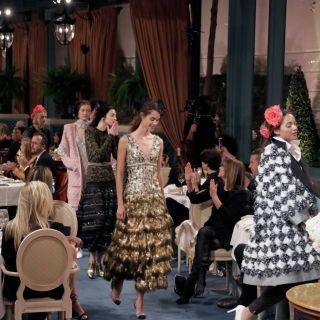Chanel sfila al Ritz con la collezione Métiers d'Art